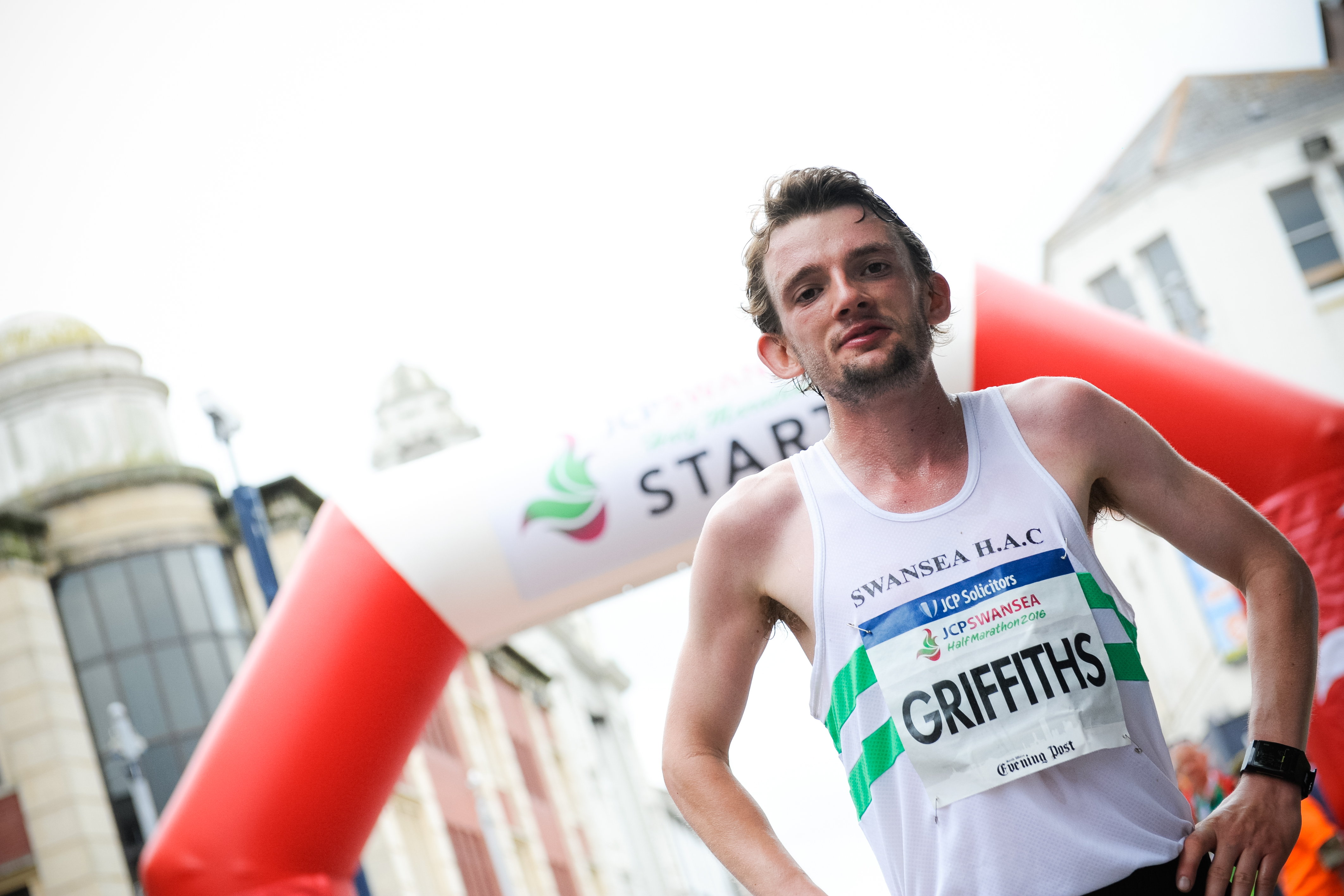 Dewi Griffiths and Hannah Walker win JCP Swansea Half Marathon 2016 with new course records